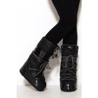 Scarpe da neve. Boot e stivali per comode e calde camminate sulla neve